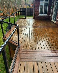 13 Most Stunning Deck Skirting Ideas to Try at Home iron deck railing Building Design Plan, Building A Deck, Iron Stair Railing, Deck Railings, Cool Deck, Diy Deck, Deck Skirting, Deck Colors, Deck Construction