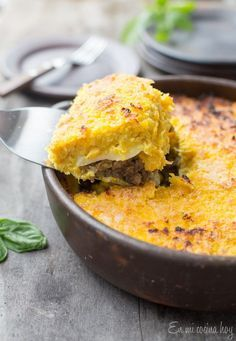 Corn and Beef Chilean Pastel de Choclo - Pilar's Chilean Food & Garden Mexican Food Recipes, New Recipes, Cooking Recipes, Favorite Recipes, Ethnic Recipes, Latin American Food, Latin Food, Chilean Recipes, Chilean Food