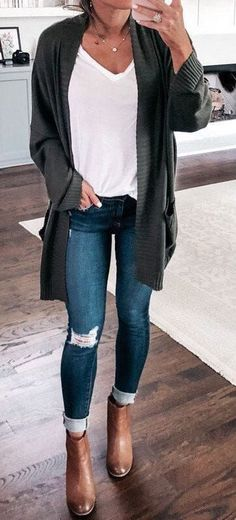 Cardigan white tshirt ripped distressed skinny jeans tan ankle booties Cute womens fashion chic fall winter spring summer casual street style outfit inspiration ideas Out. Street Style Outfits, Mode Outfits, Casual Street Style, 30 Outfits, Casual Style Women, Dress Outfits, Woman Outfits, Cute Fall Outfits, Fall Winter Outfits