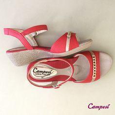 Quer uma sugestão para esta semana? Então combinamos assim: nós sugerimos a sandália e você sugere o lugar! #conforto #shoes #fashion #sandália #Campesí