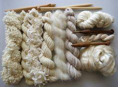Fils de pack pour le tricot, crochet, tissage ou de feutrage. Laine, soie et kid mohair - naturel.