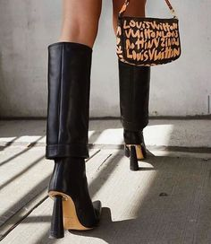 Knee boots and bag. Cute Shoes, Me Too Shoes, Knee High Boots, High Heels, Sacs Louis Vuiton, Shoe Boots, Shoes Heels, Mode Ootd, Aesthetic Shoes