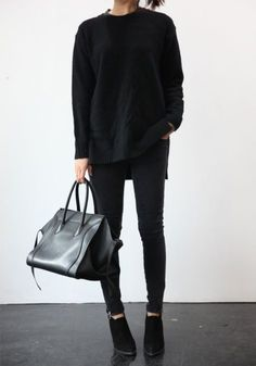Minimal Fashion Style Tips. Minimal fashion Outfits for Women and Simple Fashion Style Inspiration. Minimalist style is probably basics when comes to style. Style Noir, Mode Style, Street Style, Street Look, Street Wear, Skandinavian Fashion, Looks Style, Style Me, Black Style