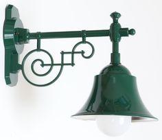 Historische Außenlampe mit Schirm im Industriedesign von  Terraluce, Bild 12: Die Schirmaußenlampe in moosgrün RAL 6005