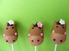 Pony/Horse Cake Pops, perfect for any equine occasion!    Pinning here because I want my friend Diane, who is a horse enthusiast to see these!
