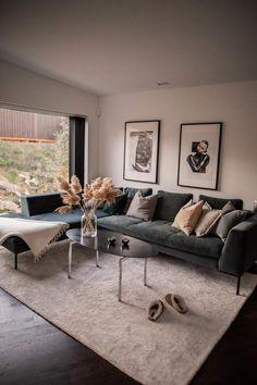 Vår nya tv-soffa och tavlor - Ellinor Löfgren