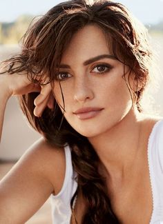 From to sun-dappled skin of Penelope Cruz to the iconic spots of a Swinging Sixties Twiggy, these women turned freckles into a beauty symbol. Natural Lips, Natural Makeup, Au Natural, Penelope Cruz Makeup, Penelope Cruze, Full Brows, Freckle Face, Beautiful Lips, Beautiful Women