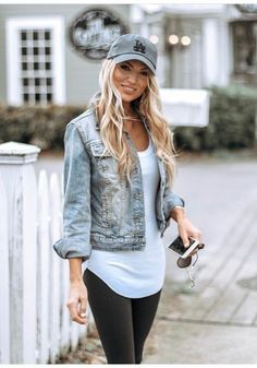 ladies hats hat cap headwear snapback prada armani women lady fashionable casual sporty baseball You Casual Outfits For Moms, Outfits With Hats, Casual Winter Outfits, Mom Outfits, Spring Outfits, Casual Wear, Cute Outfits, Cap Outfits For Women, Caps For Women