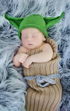 Knitting pattern for Yoda Baby Bunting and Hat set - A beginner level  pattern perfect for 39bab81e77d2