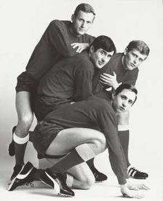 Portret van vier Ajaxspelers: Klaas Nuninga, Sjaak Swart, Piet Keizer en Johan…