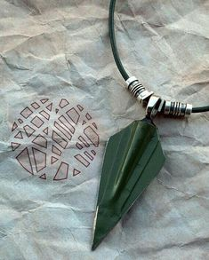 Green Arrow Necklace by curiousgood on Etsy Green Arrow, The Flash, Arrow E Flash, Arrow Oliver, Univers Dc, Arrow Tv, How To Age Paper, Green Box, Supergirl