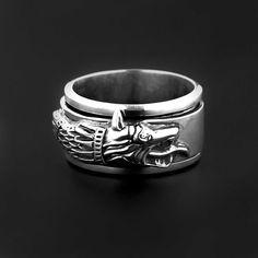 Inel din argint din argint realizat manual, cu verigă mobilă, Lupul Dacic - simbol al inteligenței, dreptății și nesupunerii.  Există în stoc măsurile 50, 51, 53, 56, 58, 61, 64, 66 și 67.  Cod produs: DI588 Greutate: 18.2 gr. Lungime: 1.20 cm Circumferință inel: 50 mm Wearing Rings, How To Wear Rings, Shape And Form, Lapis Lazuli, Agate, Topaz, Rings For Men, Bracelets, Accessories