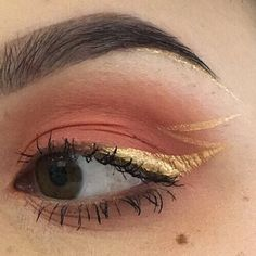 Lashes are like spiders  but that golden eyeline tho⚡️