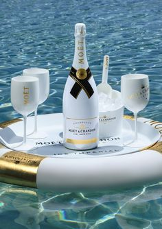 moet champagne yacht / champagne yacht & champagne yacht party & champagne on yacht & yacht and champagne & moet champagne yacht & luxury yacht champagne Champagne Moet, Champagne France, Champagne Party, Happy Birthday Best Friend Quotes, Happy Birthday Wishes, Moet Chandon, Happy Birthday Wallpaper, Strawberry Champagne, Birthday Dinners