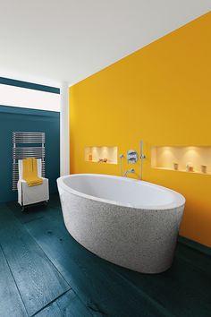 Une salle de bains placée sous le signe de la bonne humeur ! Le mur bleu Prusse et le parquet bleu Cénote se marient à un éclatant mur jaune Auréoline Bathtub, Bathroom, House, Design Ideas, Collection, Yellow Painting, Bathroom Modern, Standing Bath, Washroom