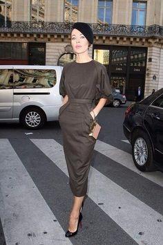 Look do dia: Très chic - Vogue Shay Londre Stlye Fashion Week, Look Fashion, High Fashion, Womens Fashion, Paris Fashion, Korea Fashion, Japan Fashion, India Fashion, Street Fashion