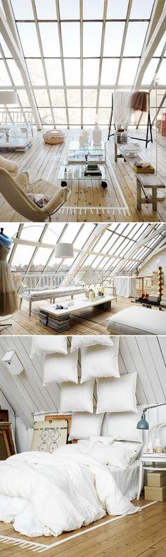 Cette chambre sous les combles où les tuiles ont été remplacées par de larges vitres est un véritable rêve en termes de luminosité et de vue !