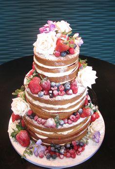 www.dazzleliciouscakes.co.uk natural and fruity fresh flowered wedding cake