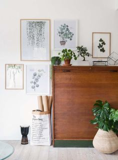Urban Jungle and Boho inspired interior decor inspiration: Great mix of an old vintage cupboard, some artwork and green plants. The Paper Bag, Home And Living, Living Room, Living Vintage, Design Floral, Urban Furniture, Pvc Furniture, Furniture Dolly, Furniture Market