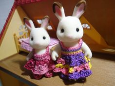 This hub is a free crochet pattern for a simple shell-stitched dress for the Mother and Sister critter of Sylvanian Families.