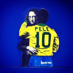 A big hug - Pelé e Mona - São Paulo - Brasil Foto DF - Bueno is the author