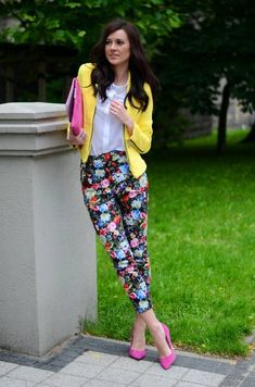 16 Trendy Outfit Ideas With Floral Pants
