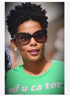Many African-American women are looking for the best natural short hair styles. Check out the 60 most popular Afro hairstyles for natural hair. Natural Hair Short Cuts, Tapered Natural Hair, Pelo Natural, Short Hair Cuts, Natural Hair Styles, Natural Curls, Natural Beauty, Girls Natural Hairstyles, Afro Hairstyles