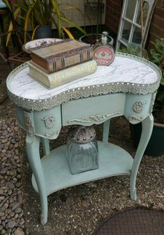 ❤(¯`★´¯)Shabby Chic(¯`★´¯)°❤ …I love this! Shabby chic french beauty in Annie Sloan chalk paint, my Imperfectly Perfect xx Shabby French Chic, Vintage Shabby Chic, Shabby Chic Decor, Vintage Decor, Repurposed Furniture, Shabby Chic Furniture, Vintage Furniture, Painted Furniture, Shabby Chic Bedrooms