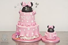 """Minnie Cakes: Replace the Minnie heads with princess tiara's...full-size for the family/guests and a little """"smash cake"""" for the birthday girl. That's actually a pretty cool idea! (Dream Day Cakes)"""