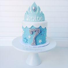 Frozen themed cake with Elsa's Crown. Cake by Little Hunnys Cakery Torte Frozen, Frozen Theme Cake, Frozen Birthday Cake, Birthday Cake Girls, Anna Und Elsa, Elsa Birthday Party, Movie Cakes, Single Tier Cake, Elsa Cakes