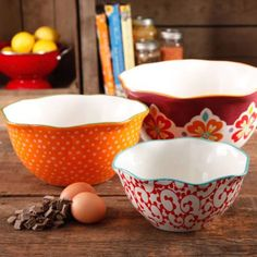 Shop for THE PIONEER WOMAN Bakeware in Cookware, Bakeware & Tools. Buy products such as The Pioneer Woman Flea Market Decorated Rectangular Ruffle Top Ceramic Bakeware Set at Walmart and save. The Pioneer Woman, Pioneer Woman Dishes, Pioneer Woman Kitchen, Pioneer Woman Recipes, Pioneer Women, Ideas Para Premio, Ceramic Bakeware, Ceramic Bowls, Serving Bowl Set