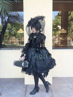Perfect Goth Lolita is perfect. I want that coffin bag but it would look insane with pretty much everything in my wardrobe. Style Lolita, Gothic Lolita Fashion, Goth Style, Harajuku Fashion, Kawaii Fashion, Visual Kei, Steampunk Vetements, Style Kawaii, Grunge
