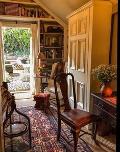 English Country Decor Style – Self Home Decor Foyer Decorating, Interior Decorating, Interior Design, Interior Doors, Interior Plants, Cottage Living, Cottage Style, Halls, Cosy Home