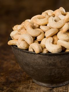 Raw cashew nuts, soaked and dried Nouveau Raw - Obst Desserts Roasted Cashews, Raw Cashews, Photo Fruit, Raw Food Recipes, Healthy Recipes, Free Recipes, Sante Bio, Vegan Chef, Nourishing Traditions