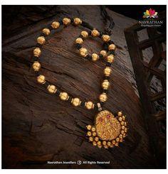Jewelry Design Earrings, Gold Earrings Designs, Gold Temple Jewellery, Diamond Jewellery, Antique Jewellery Designs, Gold Bangles Design, Gold Jewelry Simple, Antique Necklace, Gold Necklace