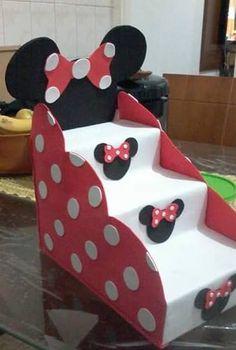 Creativo exhibidor de dulces o postres reutilizando cajas de leche - Dale Detalles Theme Mickey, Fiesta Mickey Mouse, Mickey Party, Mickey Mouse Birthday, Mickey Minnie Mouse, Minie Mouse Party, Minnie Mouse Baby Shower, Mickey Mouse Clubhouse, Disney Crafts