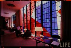 Once upon a time in mid-century USA, airports were neat places to see and experience. Let's take a look at Idlewild (now Kennedy) Airport in New York back in 1961. These pics were taken by Dimitri Kessel for LIFE magazine.