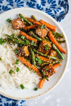 Sesame Ginger Tempeh Stir Fry- this vegan stir fry is super easy to throw togeth Sesame Ginger Tempeh Stir Fry- this vegan stir fry is super easy to throw together making it the perfect dinner and leftover lunch! Source by bfota Tofu Recipes, Vegan Dinner Recipes, Vegan Dinners, Asian Recipes, Vegetarian Recipes, Healthy Recipes, Vegan Soups, Crockpot Recipes, Vegan Stir Fry