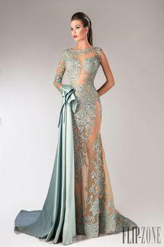 Hanna Toumajean Automne-hiver 2014-2015 - Haute couture - http://fr.flip-zone.com/fashion/couture-1/independant-designers/hanna-toumajean-5031