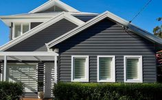 Too Dark Scyon Linea™ weatherboard Exterior Gris, Exterior Color Schemes, Exterior Design, Weatherboard Exterior, Exterior Cladding, House Cladding, Facade House, Wall Cladding, House Paint Exterior