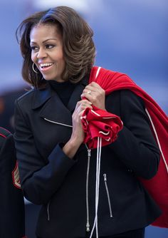 First Lady Michelle Obama Does Her Best Mrs. Claus: First Lady Michelle Obama helped little ones get in the holiday spirit on Thursday during a Washington DC event for the Marine Corps Toys For Tots campaign. Michelle Obama Fashion, Michelle And Barack Obama, Joe Biden, Durham, Presidente Obama, Barack Obama Family, American First Ladies, First Black President, Black Presidents