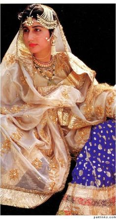 Princess Mehrunissa of Rampur (Princess Mehrunissa Khan after marriage) was the only child of the beloved but unofficial third queen of the Nawab of Rampur. // How gorgeous is this vintage bridal? Love the colors and the jewelry. Indian Dresses, Indian Outfits, Indian Princess, Vintage India, Vintage Bridal, Indian Bridal, Jodhpur, Indian Wear, Patiala