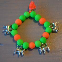Armbandje neon groen/neon oranje met hondjes | Welkom op Mirries.nl