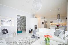 Home White Home: Kotikierros ja uusia kuvakulmia