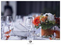 #decoration #decorationtips #tips #interior #wedding #hochzeit #weddingday #weddinghour #bridetobe #clean #white #highkey #interesting #dekotips #photography #photo #orange #orangeflowers #flowers #rosen #deko #glas #glass #wine #fresh