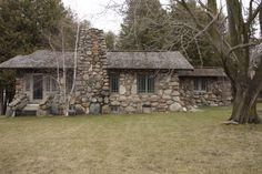 https://flic.kr/p/9FLSVM | Earl Young - Boulder House - Charlevoix, MI 20110423 - 33