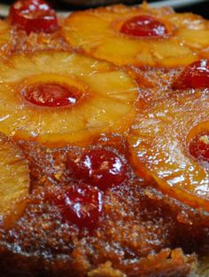 Pineapple upside-down cake: A family recipe for thin pancakes that served with your favourite topping are great for dessert or breakfast. Gateau renverse avec ananas et cerise)