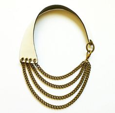 Maxi Collar de Piel Blanca y Cadenas Bronce. White Leather and Brass Chains Necklace.  www.lesespirals.com