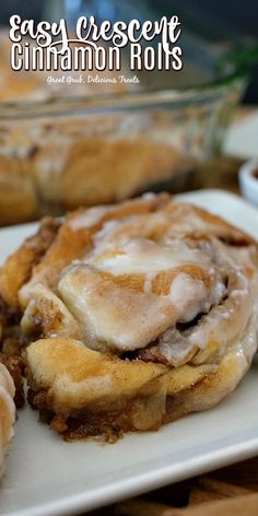 Easy Crescent Cinnamon Rolls are ooey, gooey, filled with a sugar, cinnamon and pecan mixture, then topped with icing. desserts with crescent rolls Easy Crescent Cinnamon Rolls Yummy Treats, Delicious Desserts, Dessert Recipes, Yummy Food, Sweet Treats, Dinner Recipes, Oreo Dessert, Mini Desserts, Easy Desserts