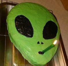 alien, cake, and green image - Modern Pretty Cakes, Cute Cakes, Alien Cake, Alien Party, Alien Aesthetic, Funny Cake, Think Food, Amazing Cakes, Eat Cake